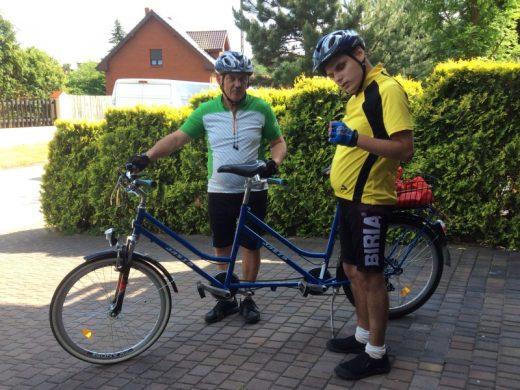 tandem – sposób nawycieczkę rowerową zniewidomym synem